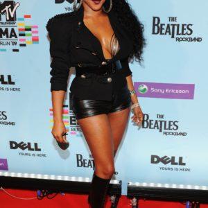 Lil Kim cleavage