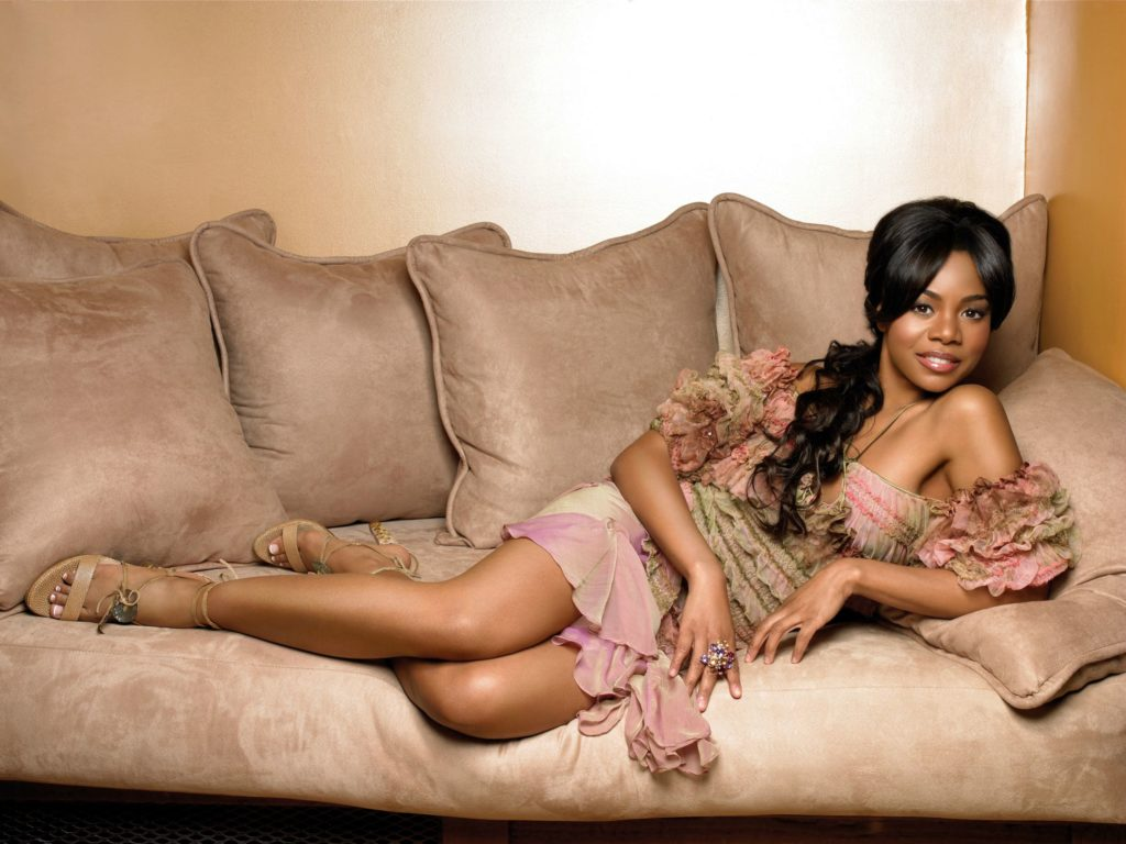 sexy pic of Regina Hall laying on a coach in HD
