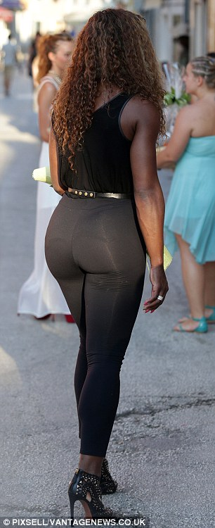 Candid bubble butt ebony at fll airport 2