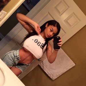 the beautiful india love exposing the bottom of her big boobs in selfie
