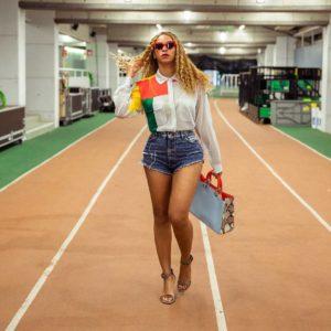 Beyonce jean shorts sexy