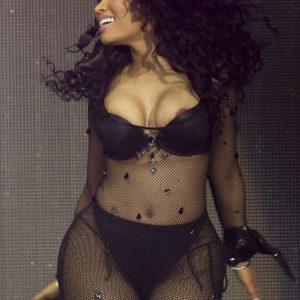 Nicki Minaj nude boobs